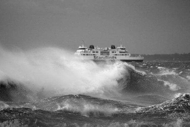 Foto på stora vågor på Öresund utanför Helsingborg - av fotograf Helsingborg