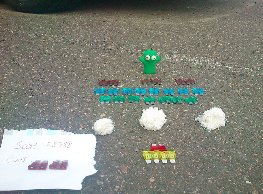 Space Invaders - tevespelet som blev verklighet. Aliens attackerar parkeringen.
