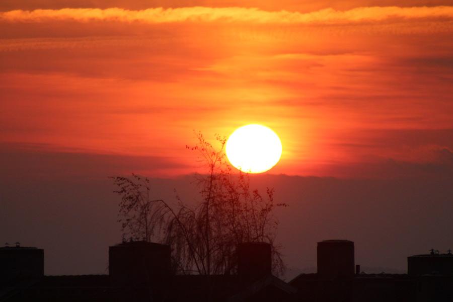 Foto på en soluppgång över Skövde
