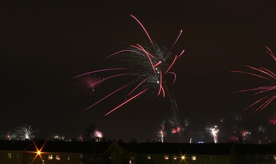 Fotografering på natten av fyrverkerier och raketer