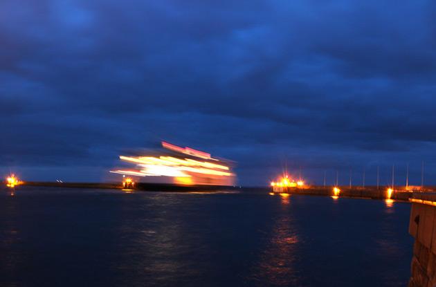 Nattfotografering av Scandlines färja i Helsingborg