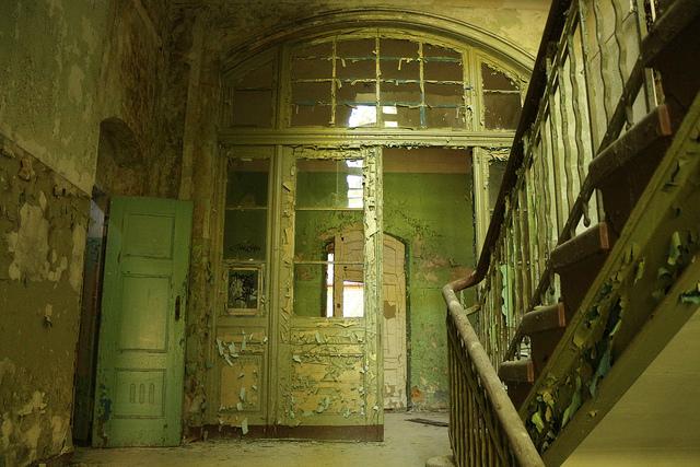 Entré till det övergivna militärsjukhuset i Beelitz-Heilstätten.