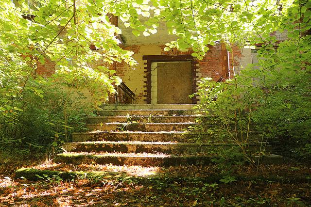 En trappa upp till det övergivna sjukhuset i Beelitz.