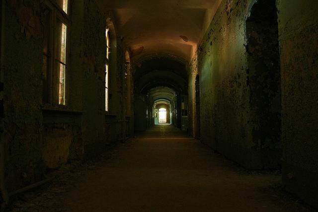 En mörk korridor i det övergivna sjukhuset utanför Berlin.