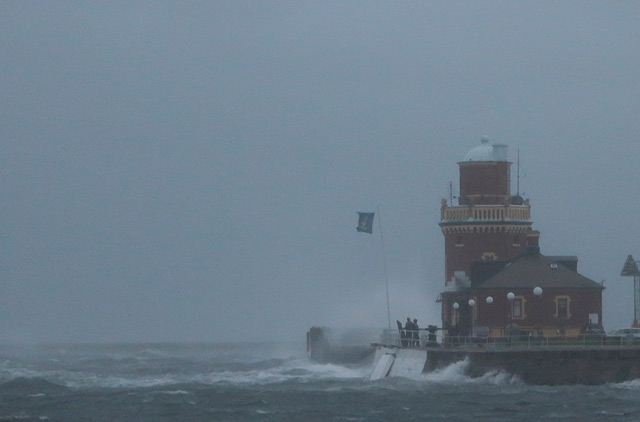 Stormen Simone drar in över Helsingborg.