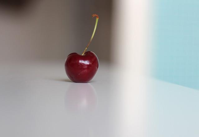 Matfotografering av ett körsbär
